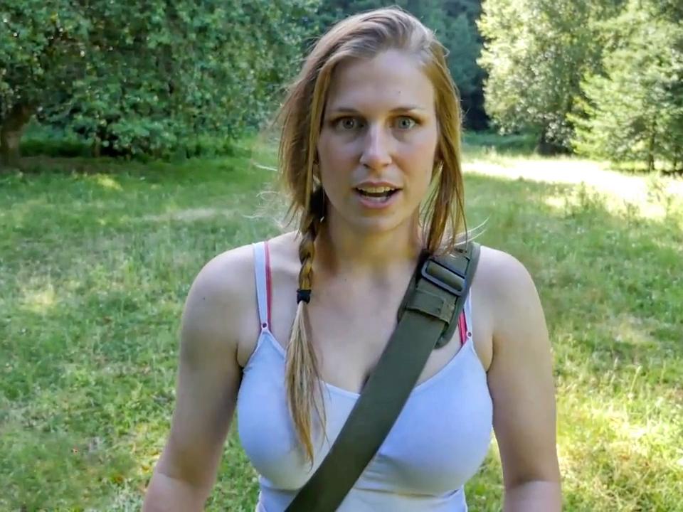 Секс на траве у воды видео