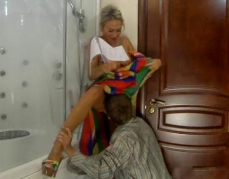 Русские парни подсматривают в туалете и дрочат, порно пухлые большие жопы