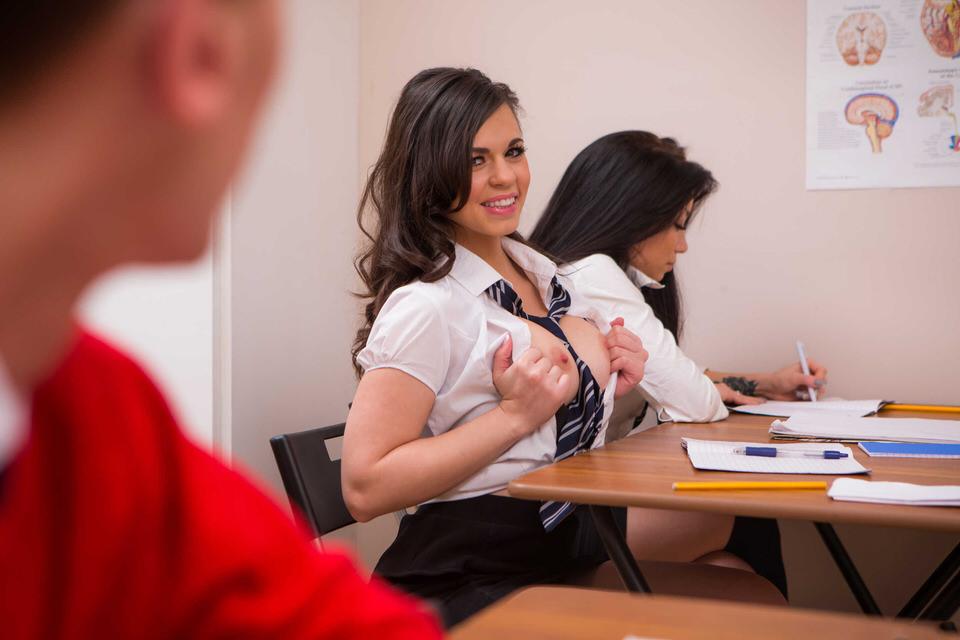 Порно секс прямо на паре во время лекции