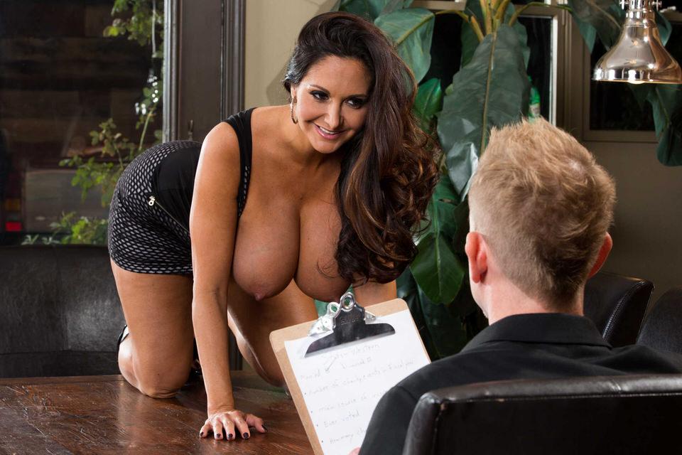 порно пацан подглядывает за зрелой в ванной фото