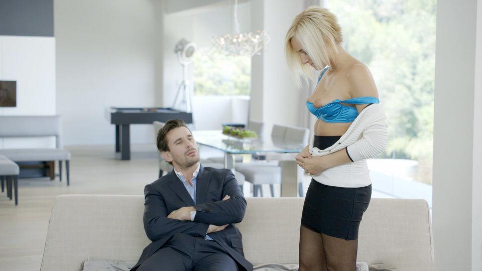 Начальник наказал секретаршу жестким сексам
