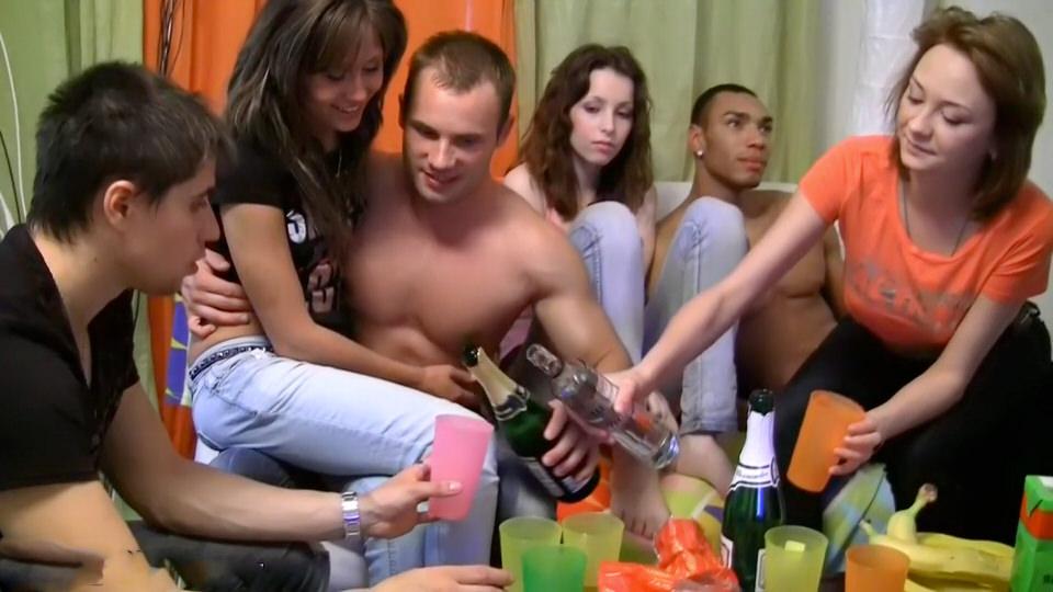 Чешские девки пьют водку порно