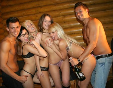 Развратные секс вечеринки со стриптезерам