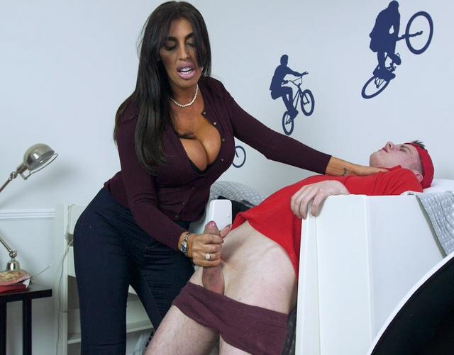 Губам спящей босс женщина с водителем видео смотреть секс точки проституток