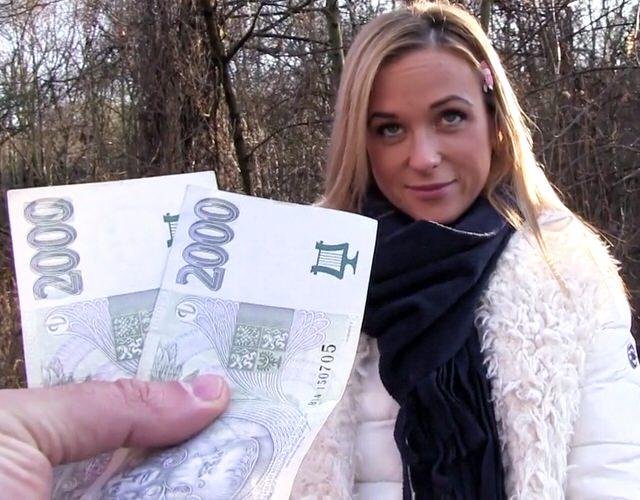 Анал за деньги с парочкой проституток