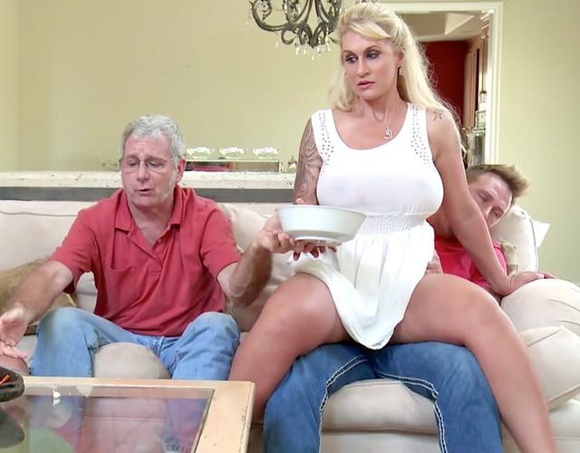 Жена изменила с сыном порно