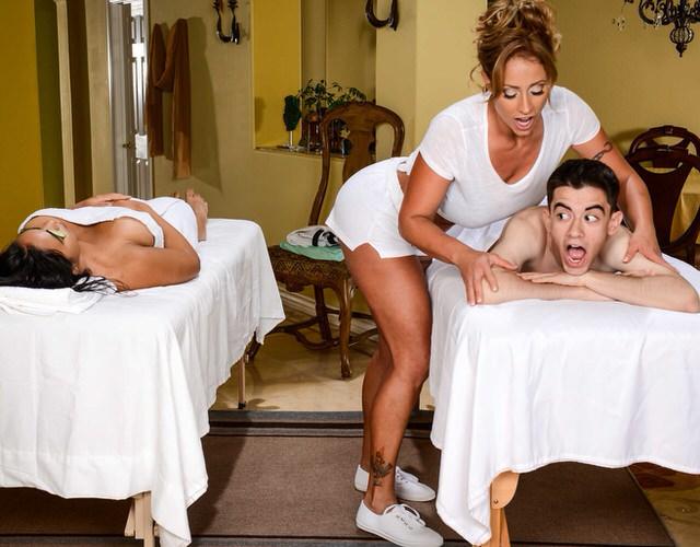 Смотреть самый возбуждающий порно массаж онлайн