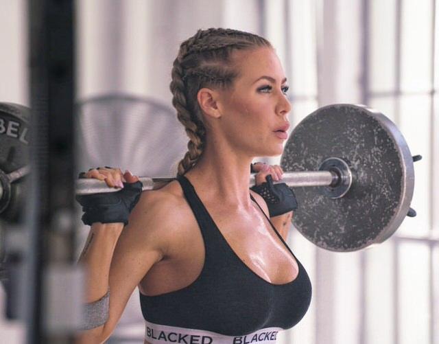 Красивая Девушка Спортсменка Занимается Голышом Порно Фото И Секс Фотографии
