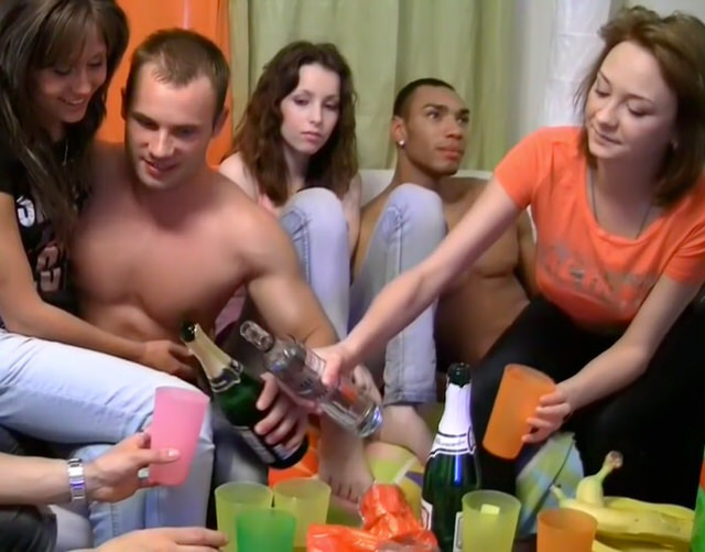 Порно вечеринки русских студентов подборка