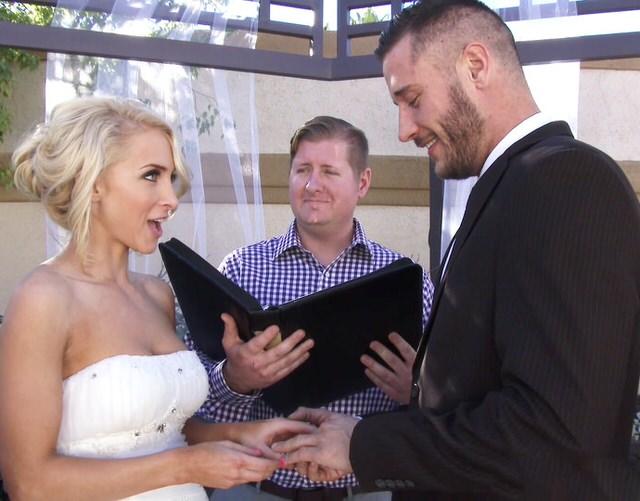 Трахнули невесту за деньги — pic 1