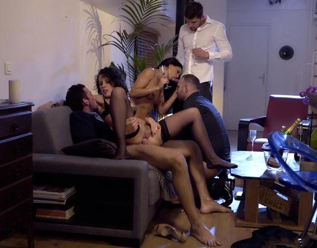 seks-vecherinki-druzey-paren-odin-drochit-svoy-chlen