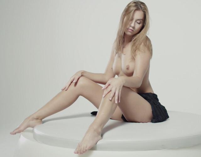 Голинькая милашка секс порно hd
