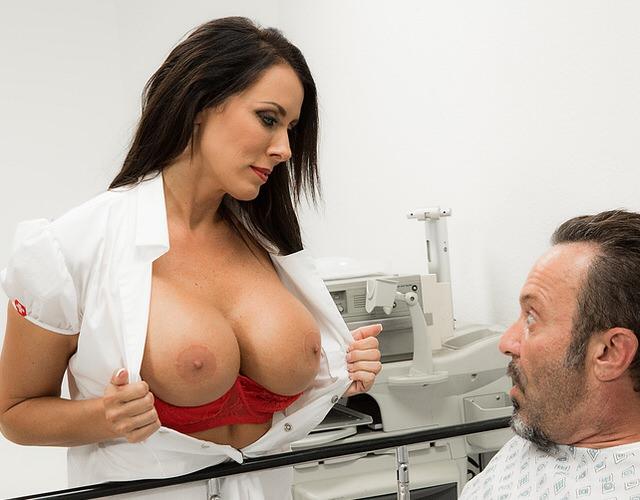 Негр врач гинеколог порно, порно негритянки доминация
