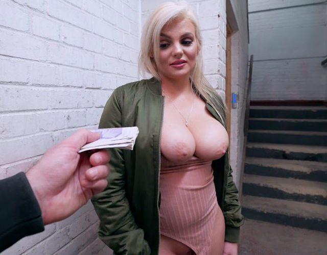 porno-onlayn-trah-za-dengi-na-ulitse-prodala-svoyu-podrugu-negru-porno
