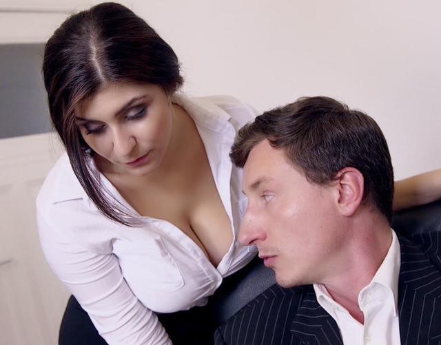 Порно сексуалными секретаршами