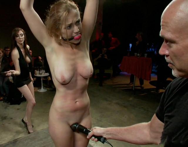 Порно толпа в русской общаге, на кастинге толпа баб ебет