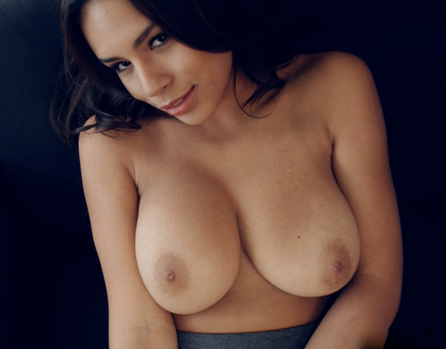 Красивая большая грудь и попка