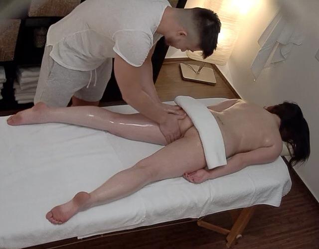 секс в массаже скрытая камера