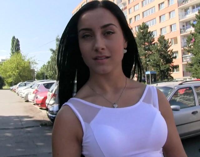 Порно русский снял красотку