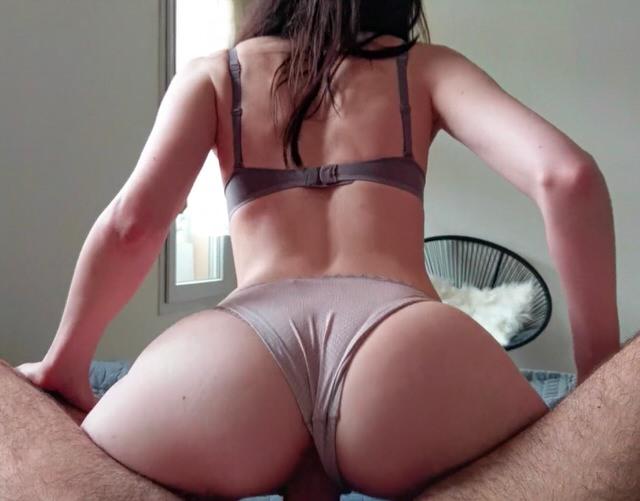 Порно с девчулями в трусиках