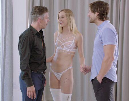 Парнишка предался сексу с двумя красивыми девками - порно фото
